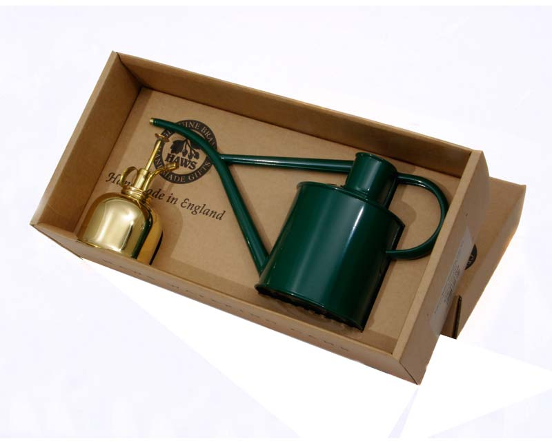 The boxed set includes a 1 litre watering can and brass mister