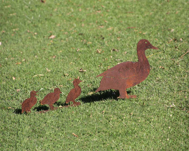 Family of decorative ducks