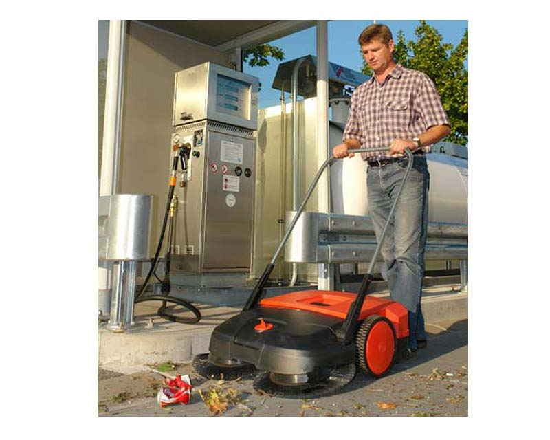 Haaga 475 mechanical outdoor sweeper in use