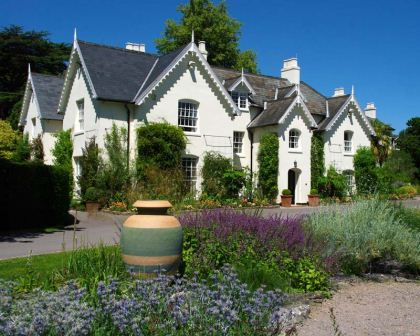 Jermyn's House - enjoy refreshment in Tea Rooms or visit one of many exhibitions - Sir Harold Hillier Gardens