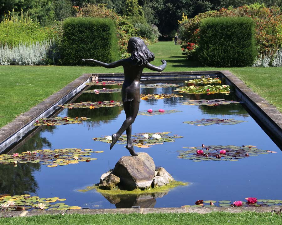 Waterlily Canal - Waterperry Gardens