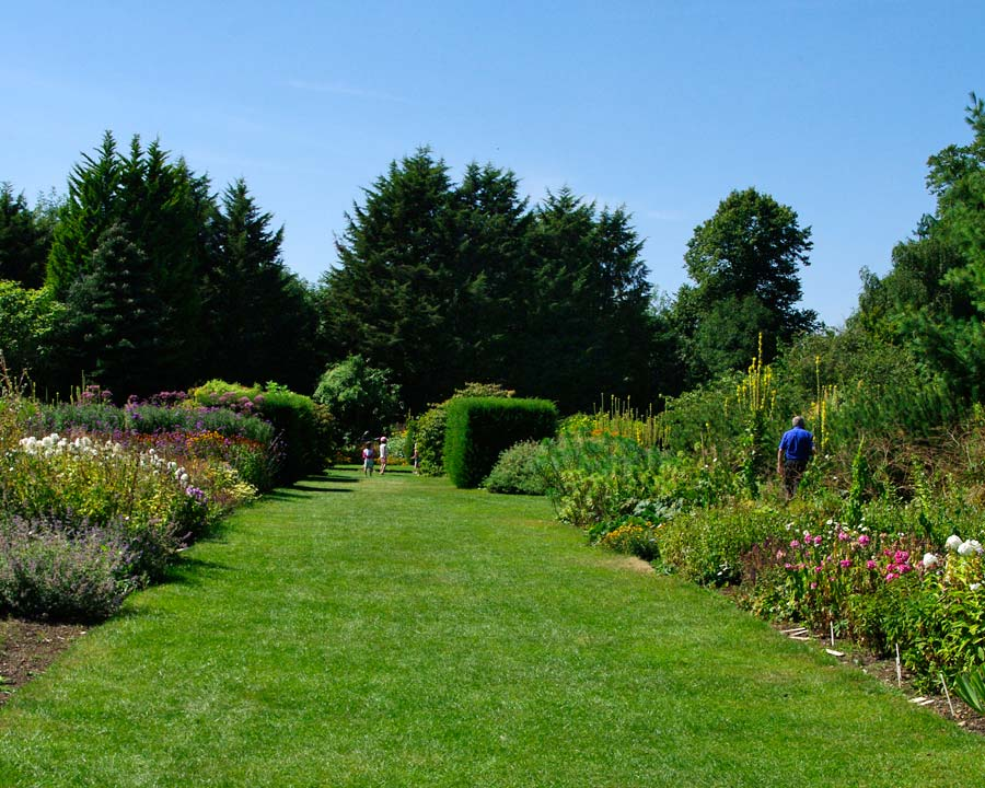 Wide borders - Waterperry Gardens