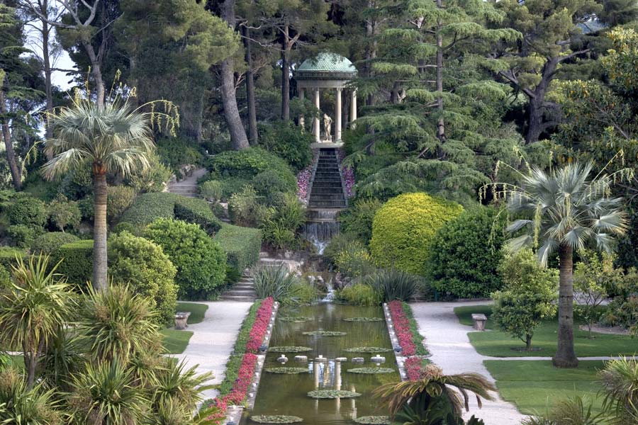 Gardensonline villa ephrussi gardens of the world for Jardin villa rothschild