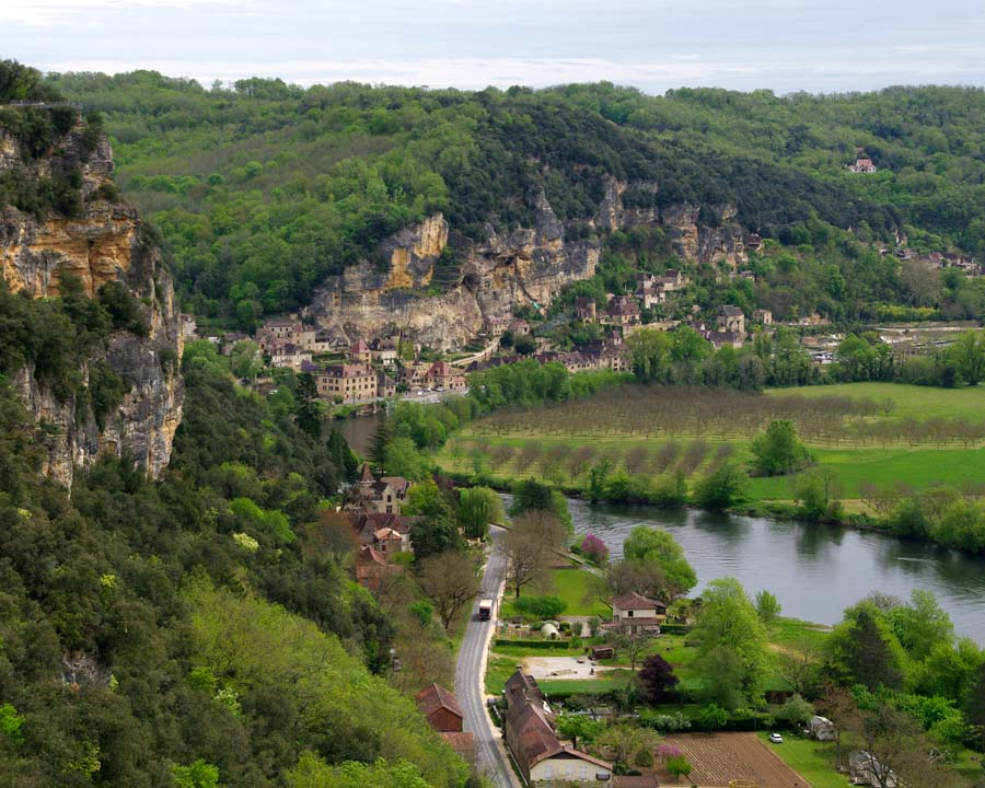 One of the key views from the Gardens of Marqueyssac  is of Roque de Gageac alongside the river.