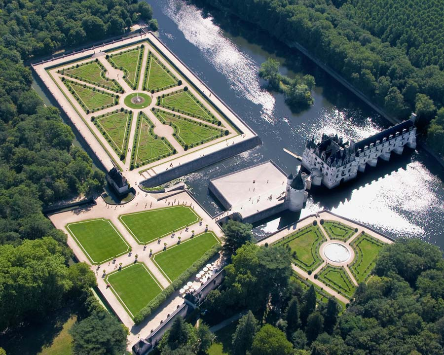 Chenonceau from above - just another stunning perspective