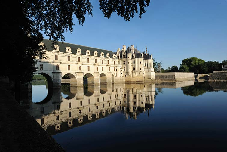 ... and finally a scene from the opposite bank, early morning and the river Cher is still sleeping. - Chateau de Chenonceau