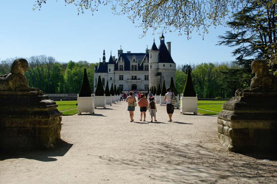 Entering the gardens, a fairy tale-like scene - Chateau de Chenonceau