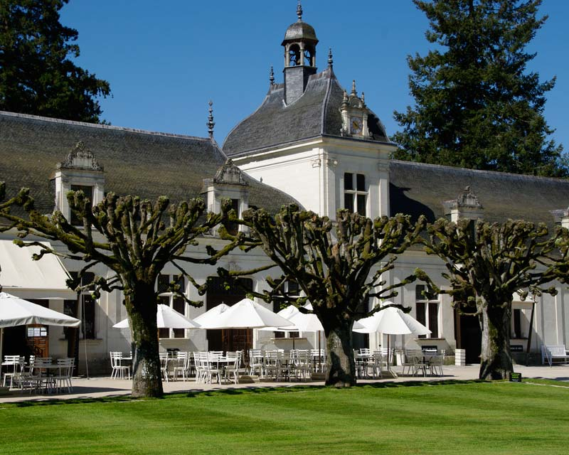 The Batiment de Domes houses the self service cafe and waxworks - Chateau de Chenonceau