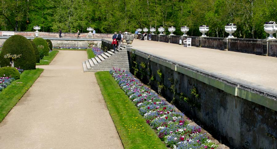The raised terrace around the garden of Diane de Poitier - Chateau de Chenonceau