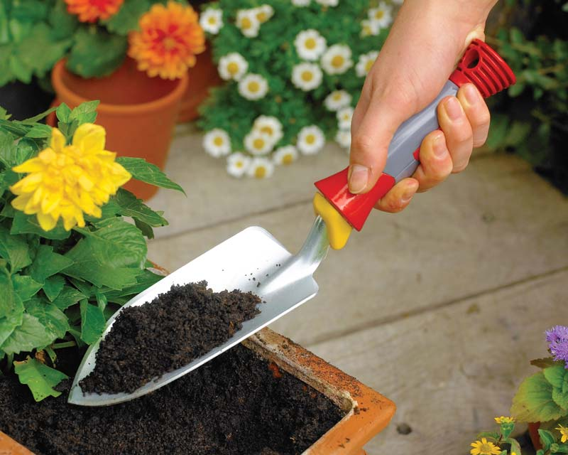 The hand trowel in use.