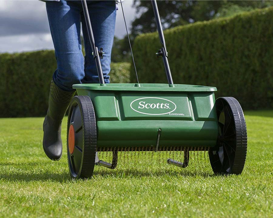 Scotts EvenGreen fertiliser spreader