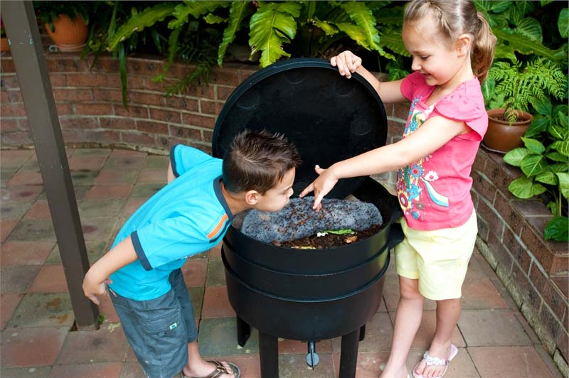 Can-O-Worms is ideal to demonstrate nature to kids