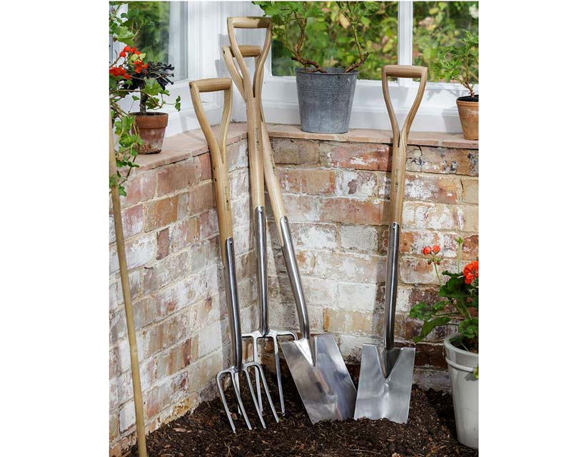 Digging Fork and Spade are longer and broader than the Border pair which are shorter and narrower