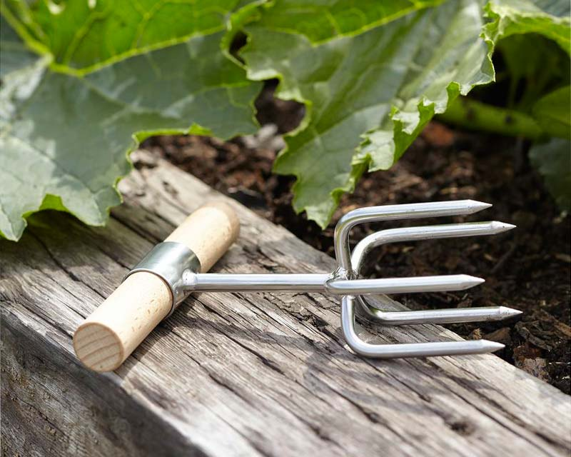 Twist cultivator, design by Sophie Conran, manufacture by Burgon & Ball