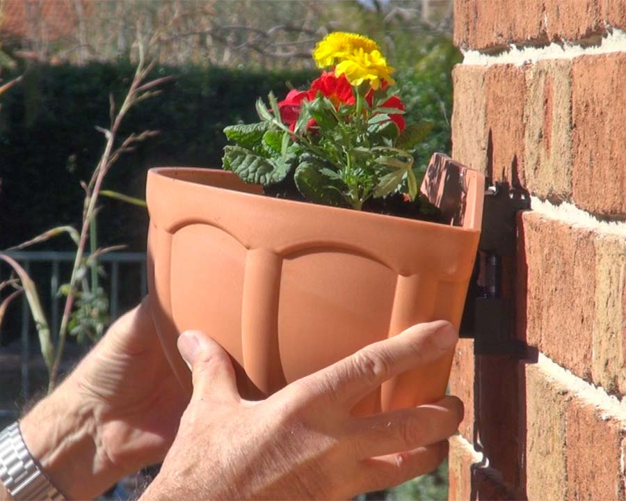 Wall Wizard - easy wall mounting of planters and pots