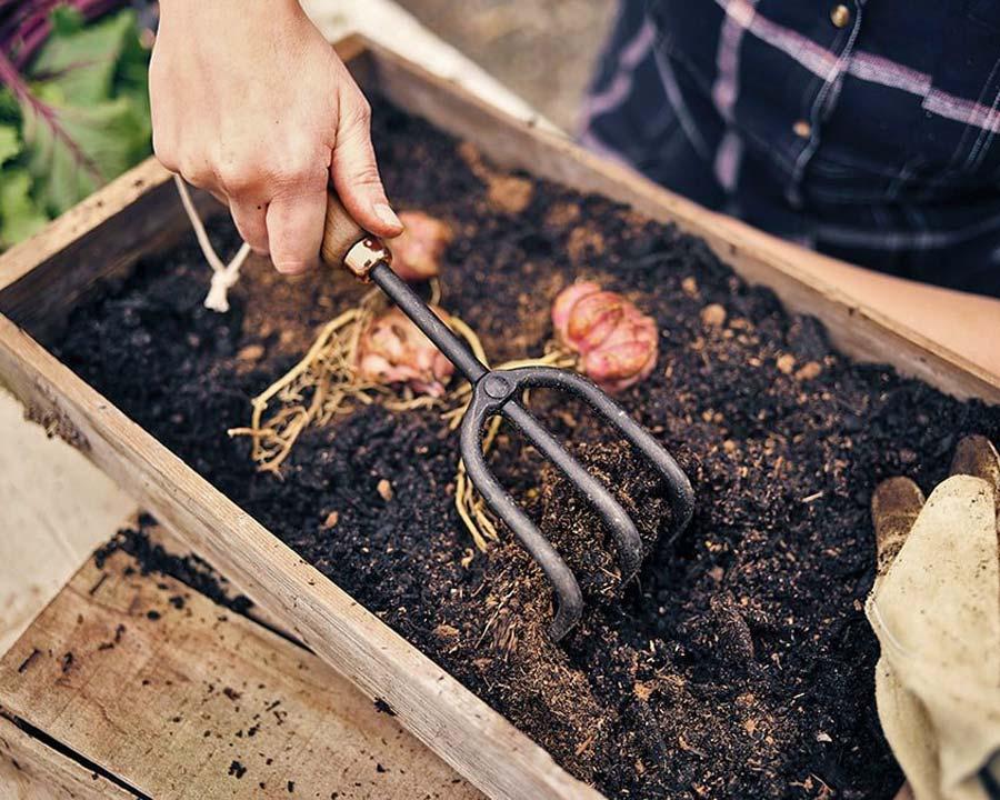 Garden cultivator by Barebones USA