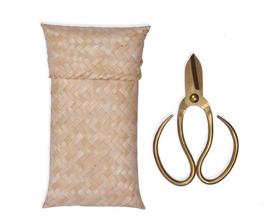 Garden scissors with bamboo bag