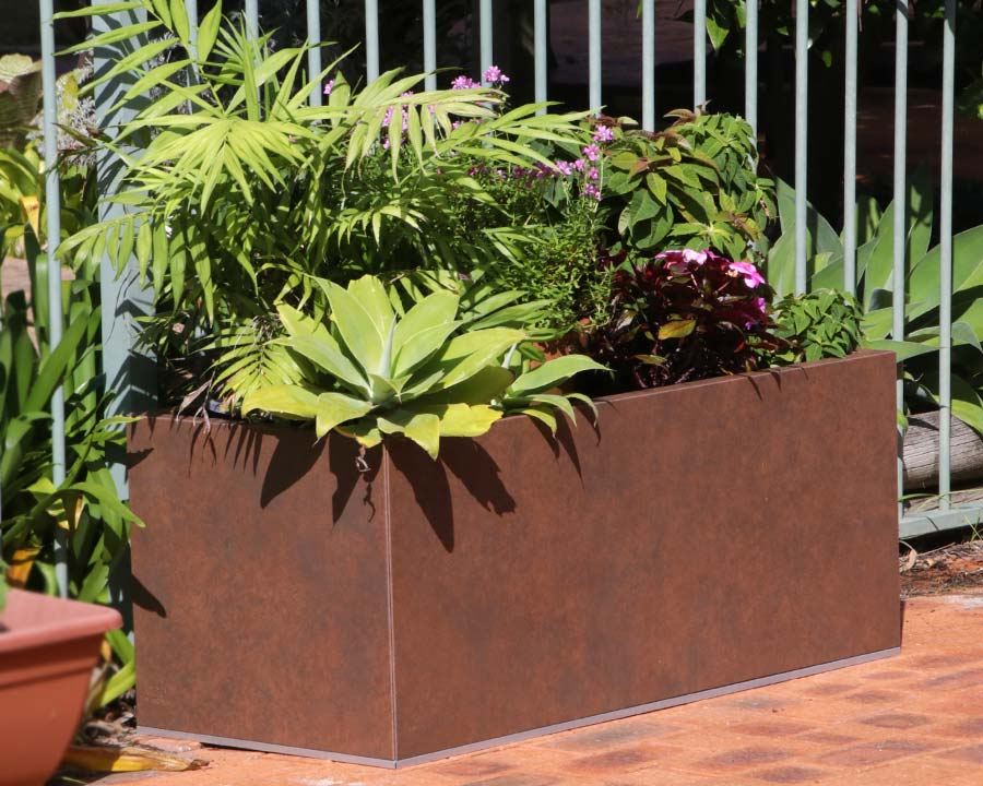 Birdies flat-packed planter in Weathered Iron (Corten)