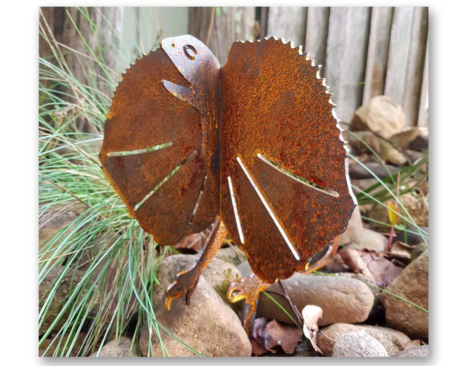 Frill Necked Lizard - decorative garden art