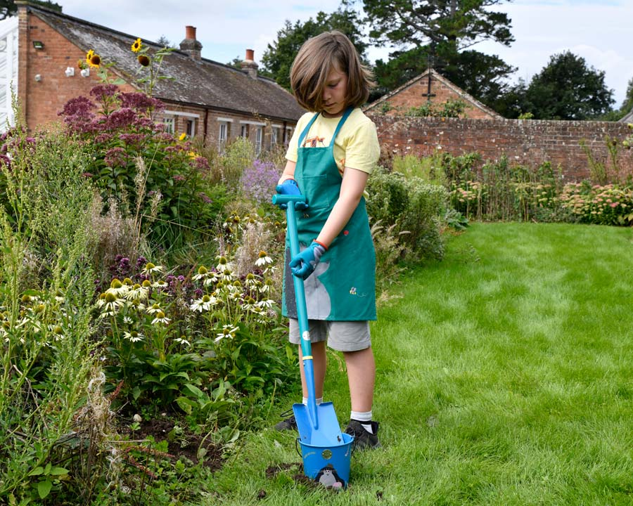 Children's Digging Spade - part of the 'Get me Gardening' range by the National Trust