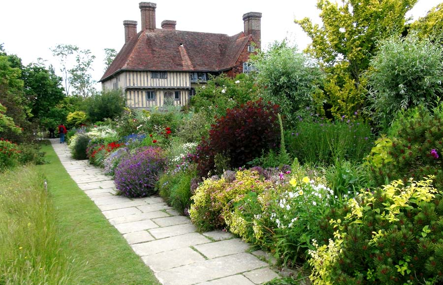 Gardensonline great dixter house and gardens gardens of the world great dixter long border and house sisterspd