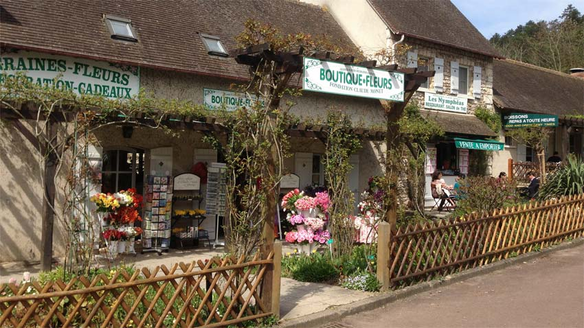 Cafe and shop at rear of garden sell snacks and serves great lunches - Giverny - Monet's Garden